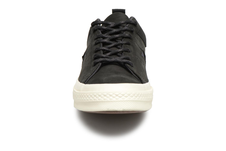 Baskets Converse One Star Ox M Noir vue portées chaussures