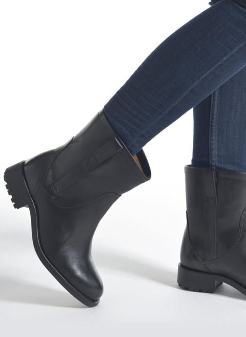 Bottines et boots Aigle Chanteside Low Noir vue bas / vue portée sac