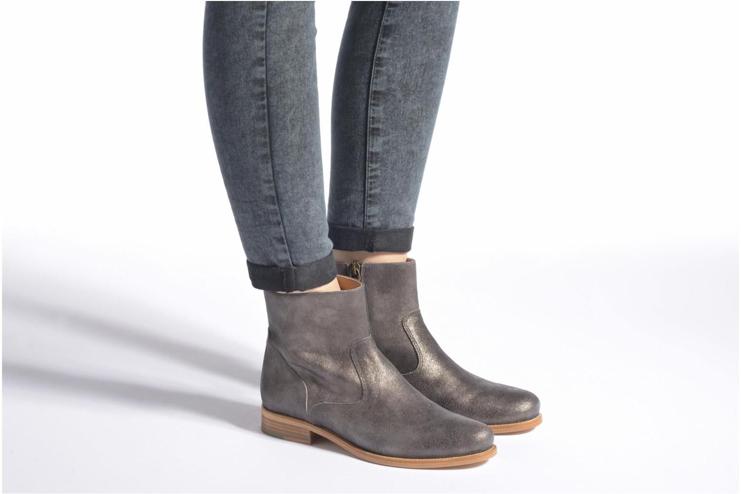 Ankle boots Bensimon Boots croute velours plate Grey view from underneath / model view