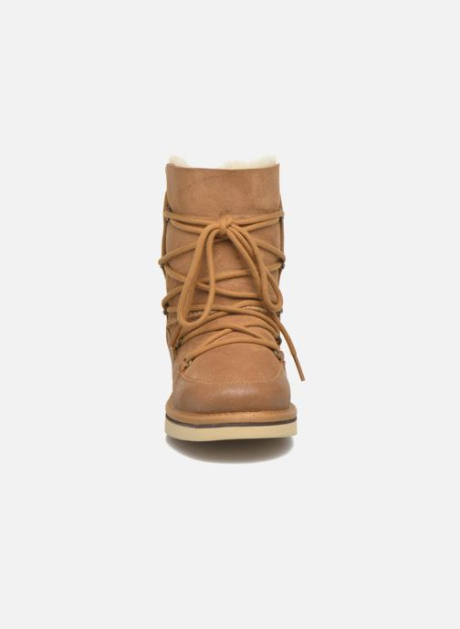 Bottes UGG Eliss K Beige vue portées chaussures