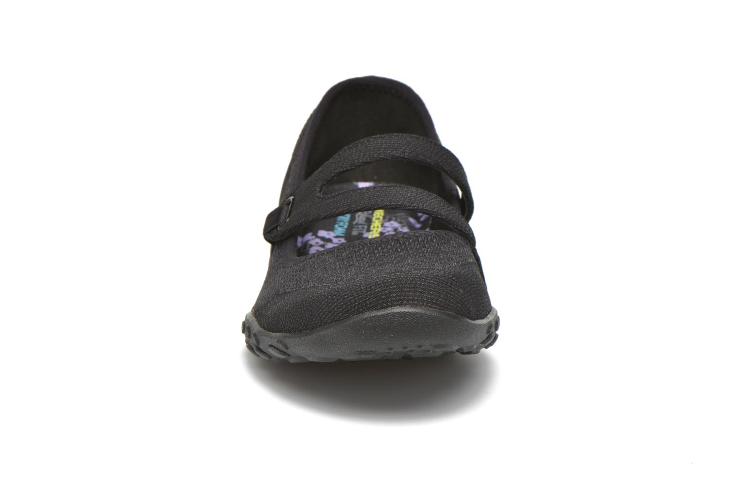 Bailarinas Skechers Breathe-Easy - Lucky Negro vista del modelo