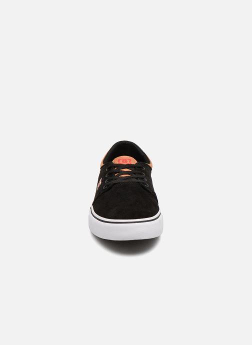 Sneakers DC Shoes Trase SD M Nero modello indossato