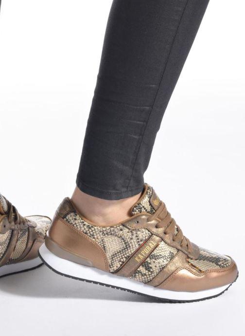 Sneaker Kaporal Jemma schwarz ansicht von unten / tasche getragen