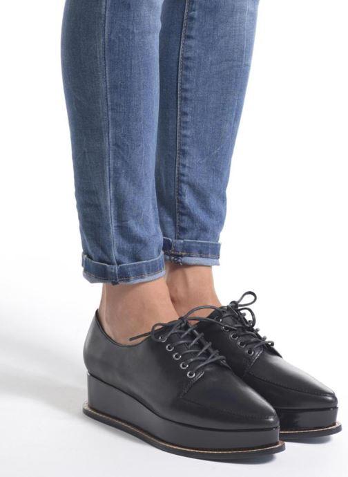 Chaussures à lacets Opening Ceremony ELEANORA II Noir vue bas / vue portée sac