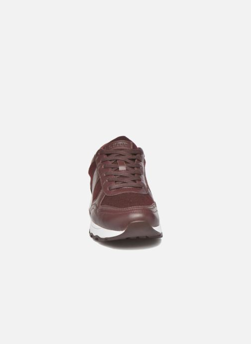 Baskets DKNY Jamie sport- lace runner Bordeaux vue portées chaussures