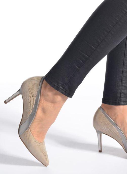 High heels Buffalo Maiwen Beige view from underneath / model view