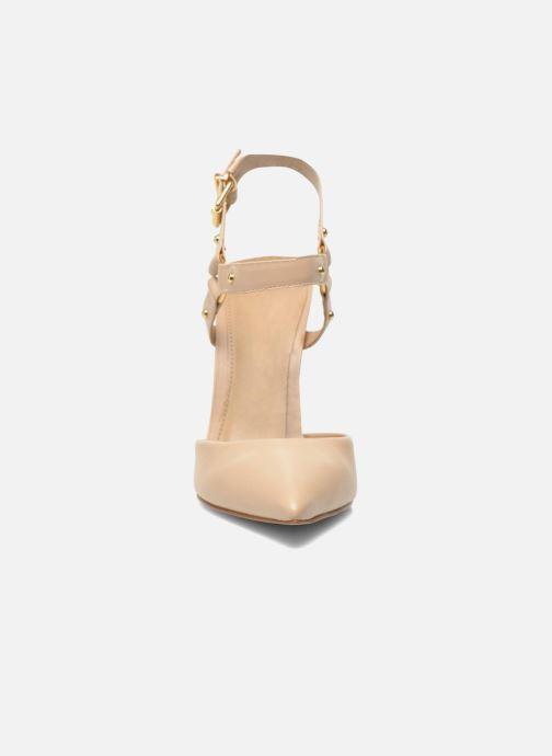 High heels Buffalo Loea Beige model view