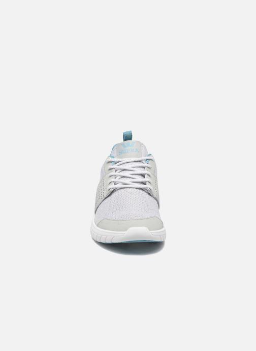 Sneakers Supra Scissor w Grigio modello indossato
