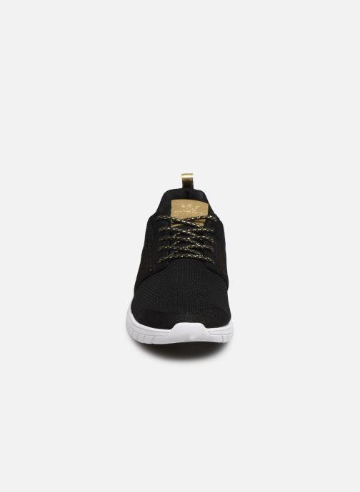 Sneakers Supra Scissor w Nero modello indossato