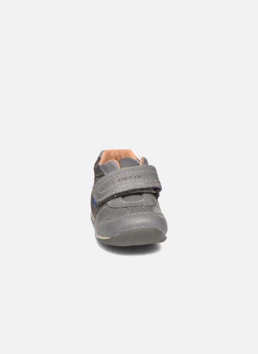 Zapatos con velcro Geox B Each Boy B540BD Gris vista del modelo