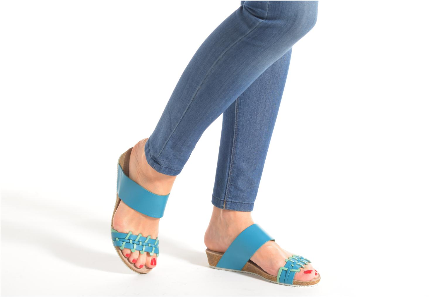 Sandals TBS Kazuno Blue view from underneath / model view