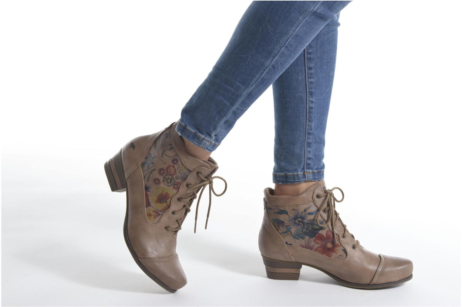 Ankle boots Mustang shoes Manur Brown view from underneath / model view