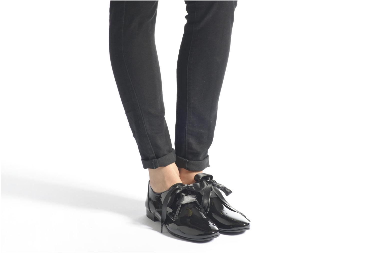Chaussures à lacets André Gourmandise Noir vue bas / vue portée sac