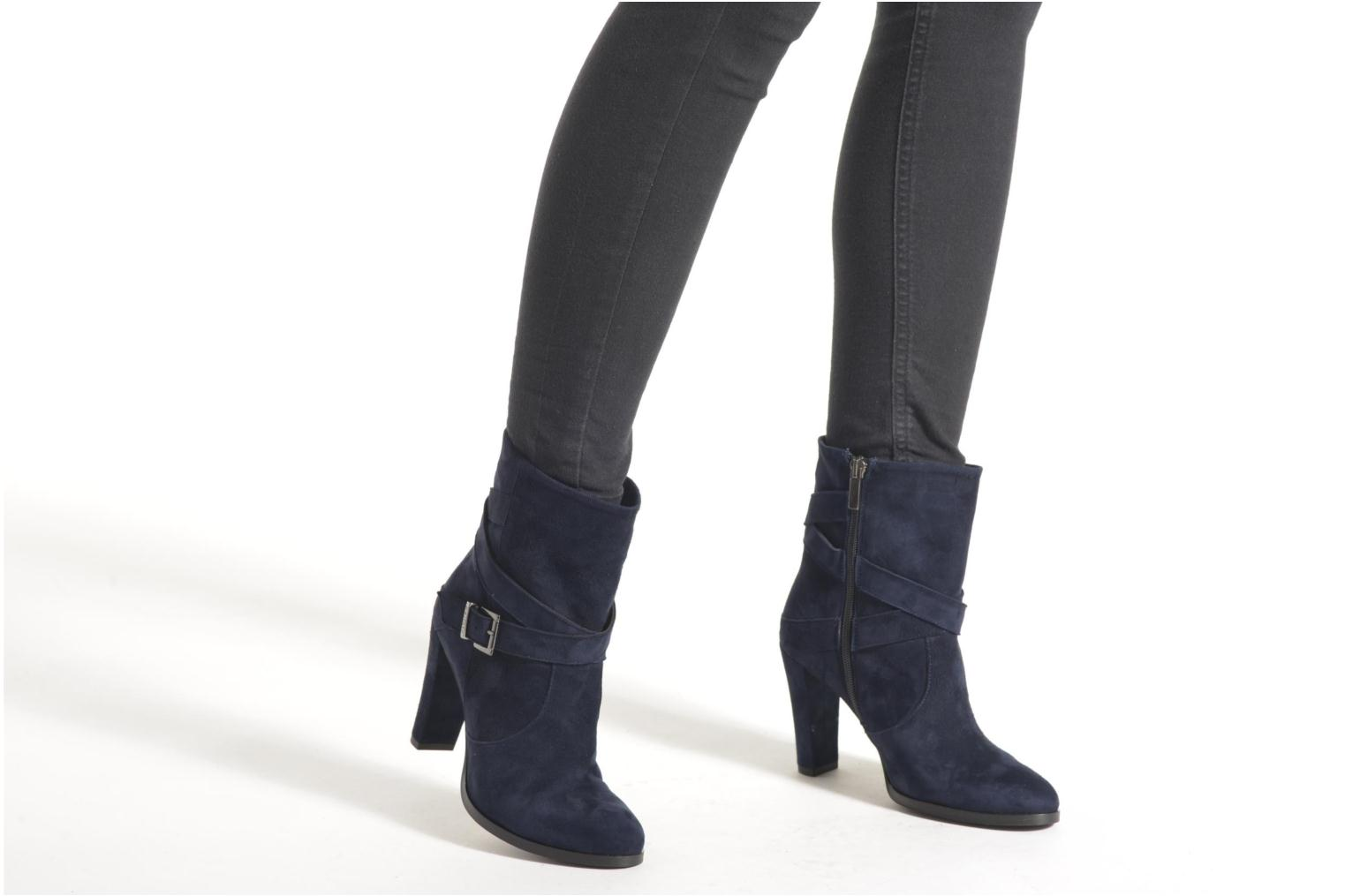 Ankle boots Perlato Paola Blue view from underneath / model view