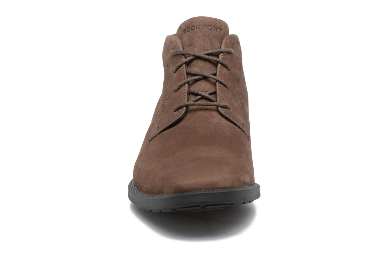 Zapatos con cordones Rockport DP Modern Chukka Beige vista del modelo