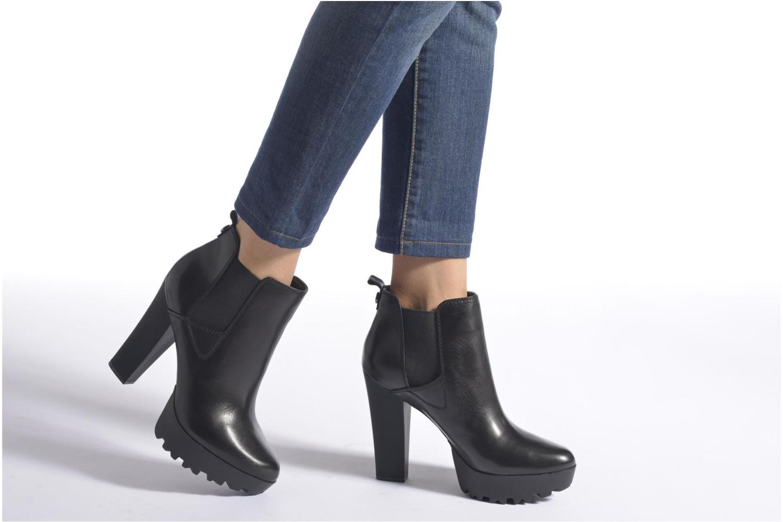 Stiefeletten & Boots Guess Marelle braun ansicht von unten / tasche getragen