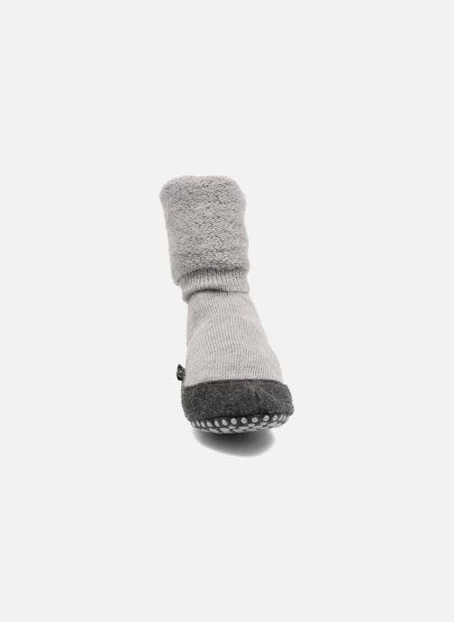 Chaussettes et collants Falke Chaussons-chaussettes Cosyshoes Gris vue portées chaussures