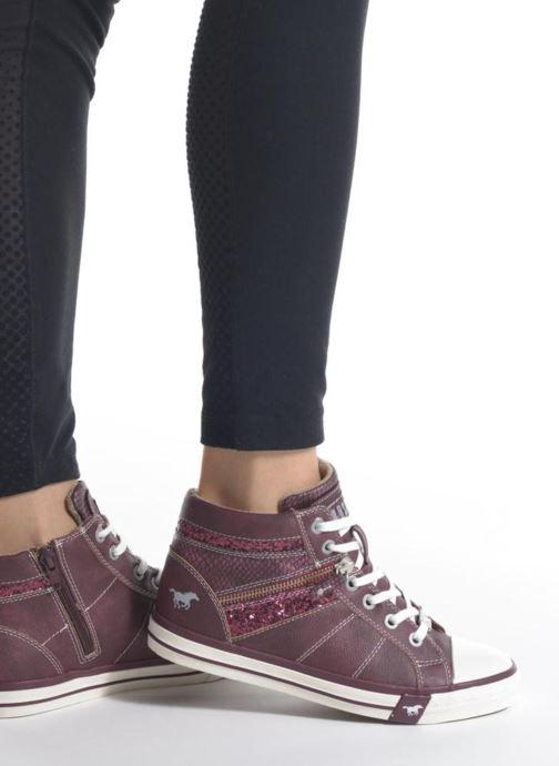 Sneaker Mustang shoes Leni blau ansicht von unten / tasche getragen