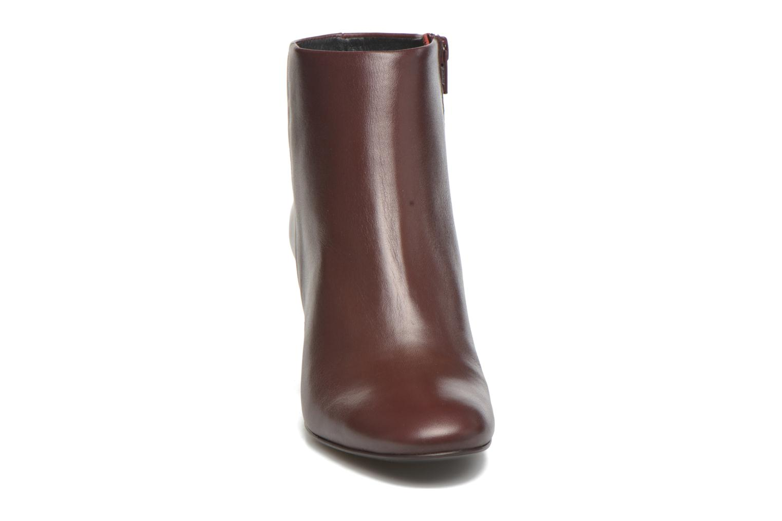 Ankle boots Georgia Rose Divala Burgundy model view