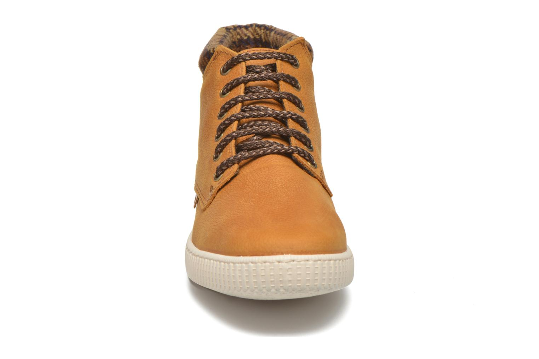 Sneakers Victoria Bota Piel Bombeada Cuello Marrone modello indossato