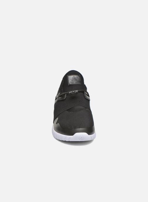 Sneakers Asfvlt Area Mid Nero modello indossato