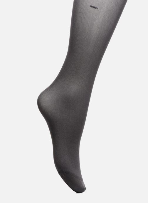 Chaussettes et collants Dim Collant Body Touch Opaque Gris vue portées chaussures