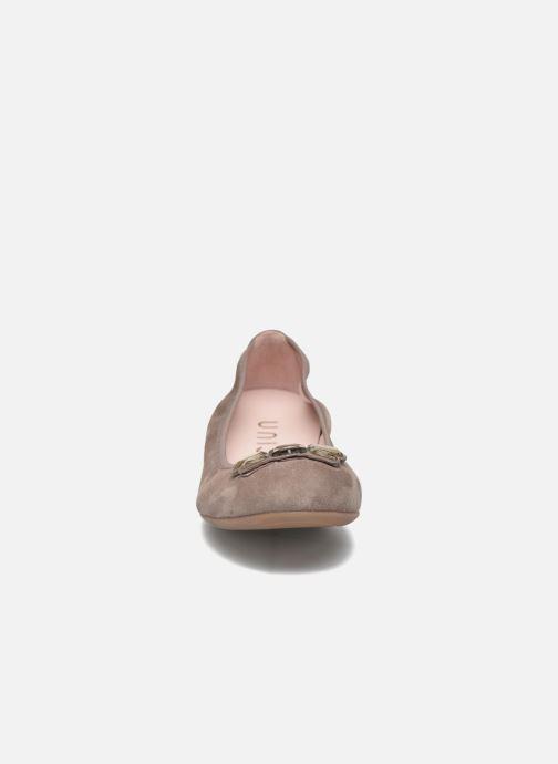 Ballerines Unisa Anti Marron vue portées chaussures