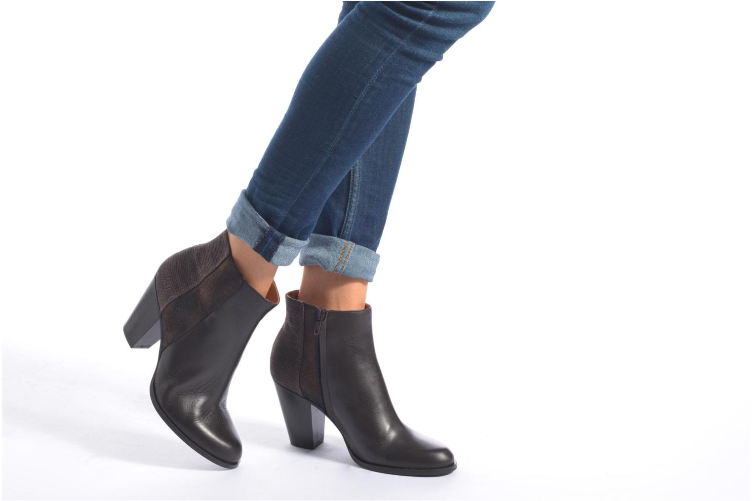 Ankle boots Schmoove Woman Gravity delta Brown view from underneath / model view