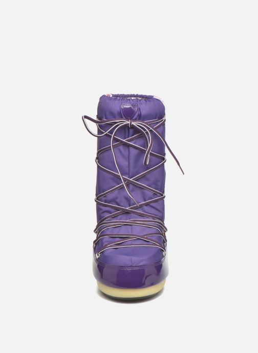 Stivali Moon Boot Training Viola modello indossato
