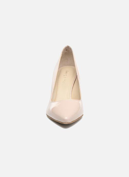 Zapatos de tacón Georgia Rose Gatou Beige vista del modelo