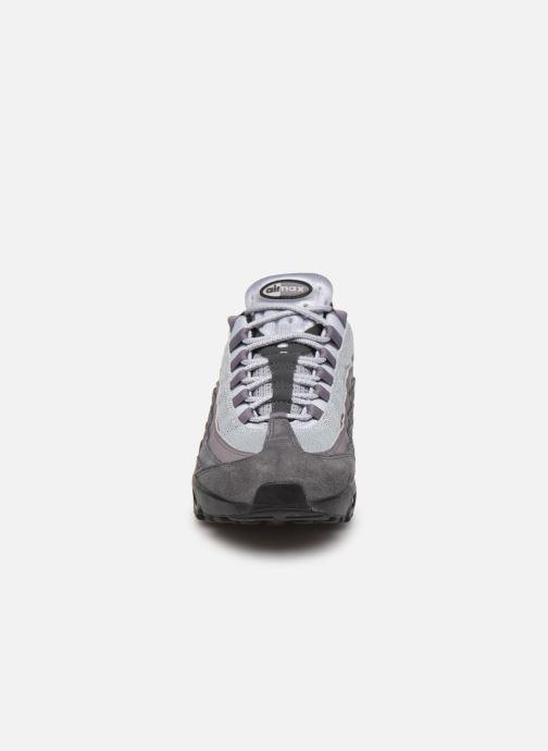 Baskets Nike Nike Air Max 95 Essential Gris vue portées chaussures