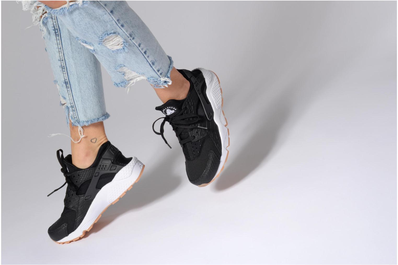Sneaker Nike W Air Huarache Run Se blau ansicht von unten / tasche getragen