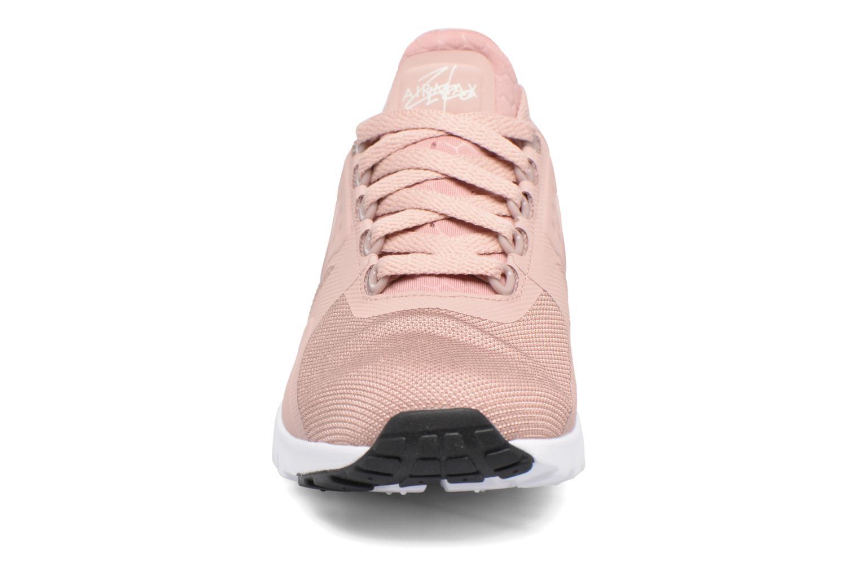 Sneakers Nike W Air Max Zero Rosa modello indossato