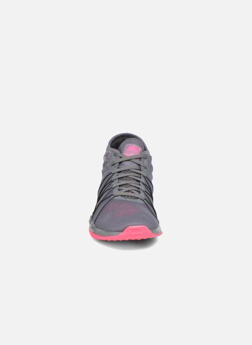 Zapatillas de deporte Nike W Nike Dual Fusion Tr Hit Mid Gris vista del modelo