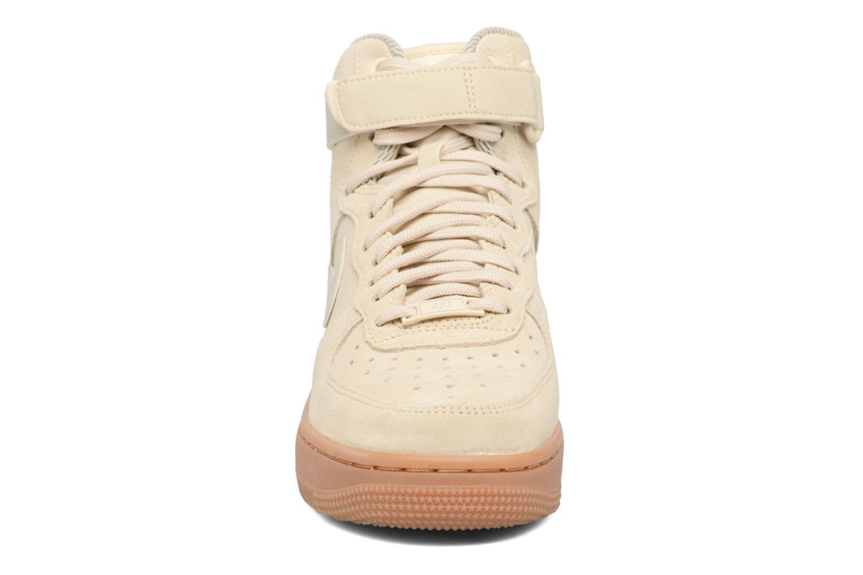 Sneakers Nike Wmns Air Force 1 Hi Se Bianco modello indossato
