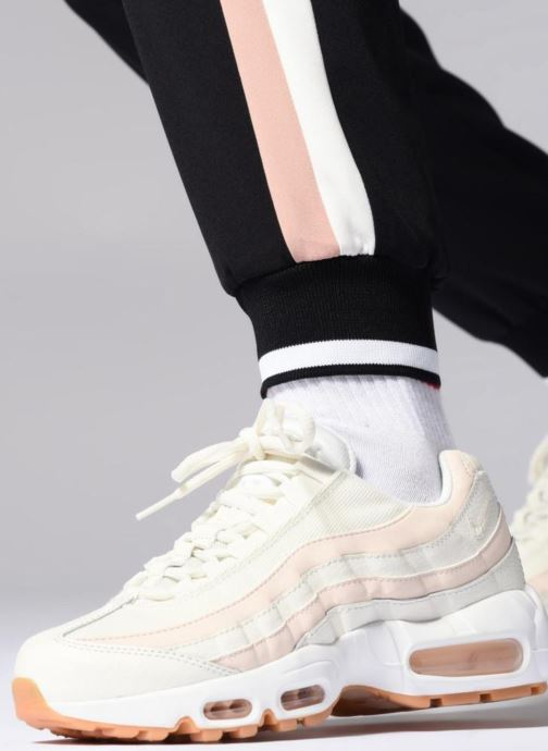 Trainers Nike Wmns Air Max 95 White view from underneath / model view