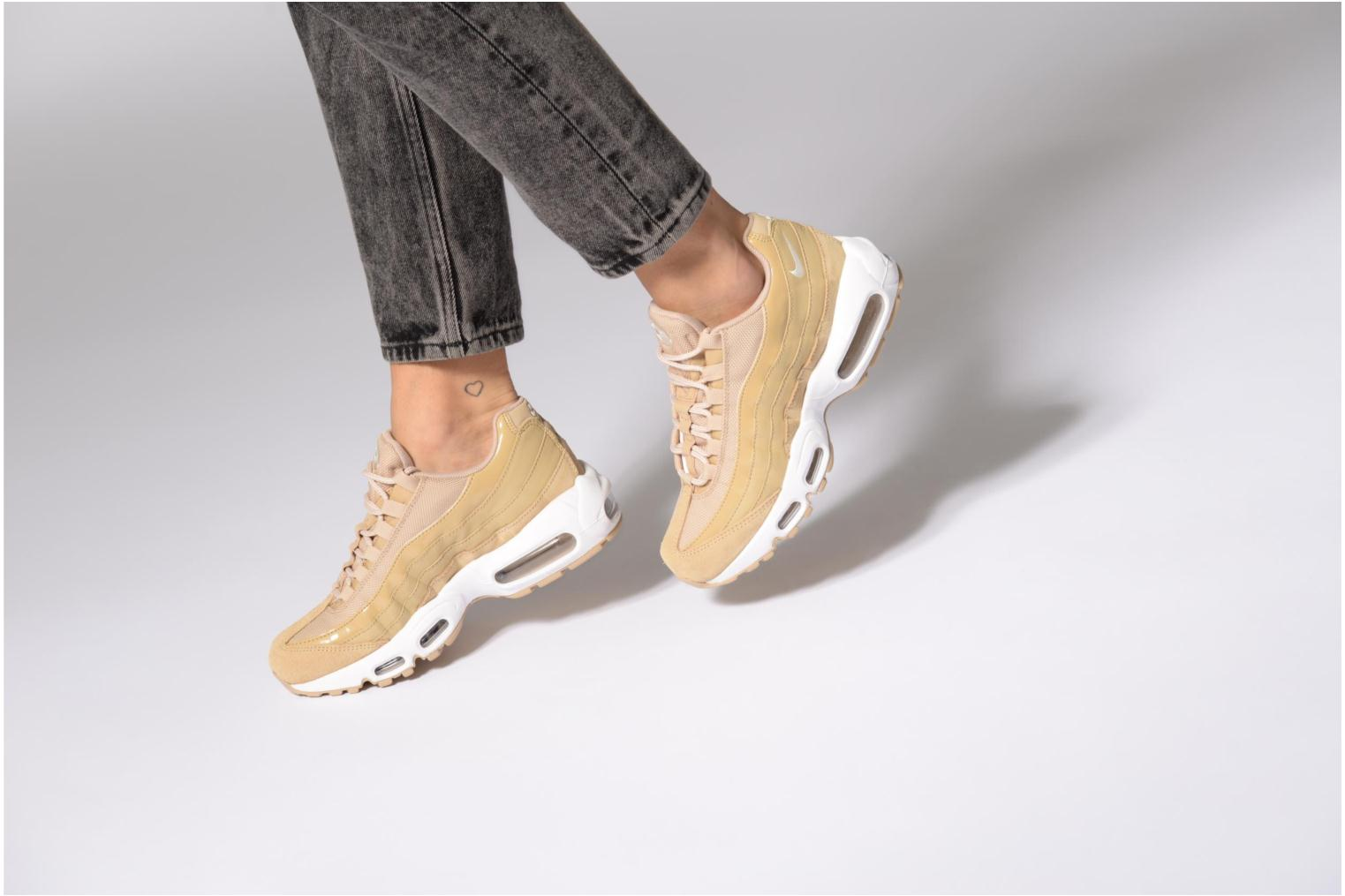 Trainers Nike Wmns Air Max 95 Black view from underneath / model view