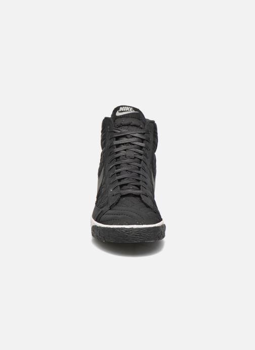 Sneakers Nike Wmns Blazer Mid Prm Se Nero modello indossato