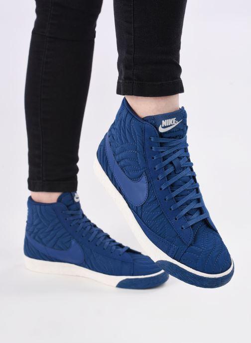 Sneaker Nike Wmns Blazer Mid Prm Se blau ansicht von unten / tasche getragen