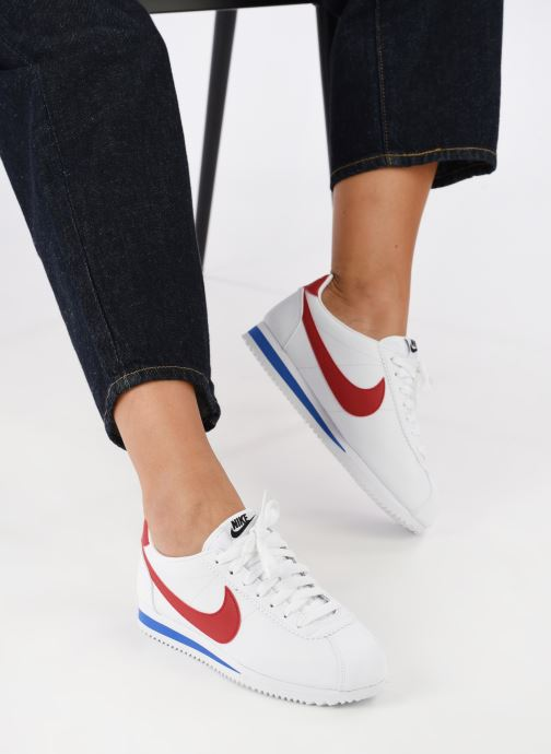 Trainers Nike Wmns Classic Cortez Leather White view from underneath / model view