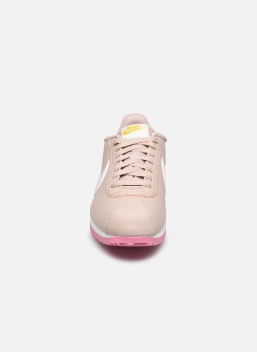 Baskets Nike Wmns Classic Cortez Leather Beige vue portées chaussures
