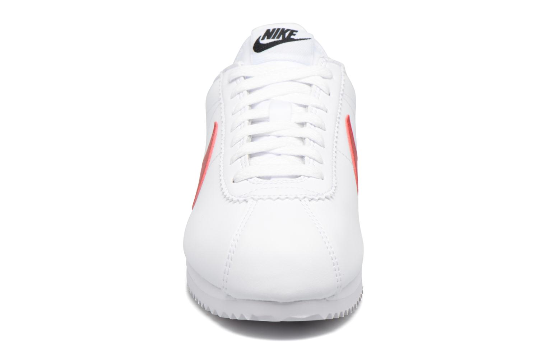 Sneakers Nike Wmns Classic Cortez Leather Vit bild av skorna på