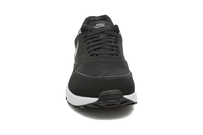 Deportivas Nike Air Max 1 Ultra 2.0 Essential Negro vista del modelo