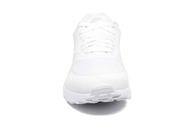 Baskets Nike Air Max 1 Ultra 2.0 Essential Blanc vue portées chaussures