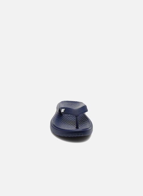 Chanclas Nike Solay Thong Azul vista del modelo