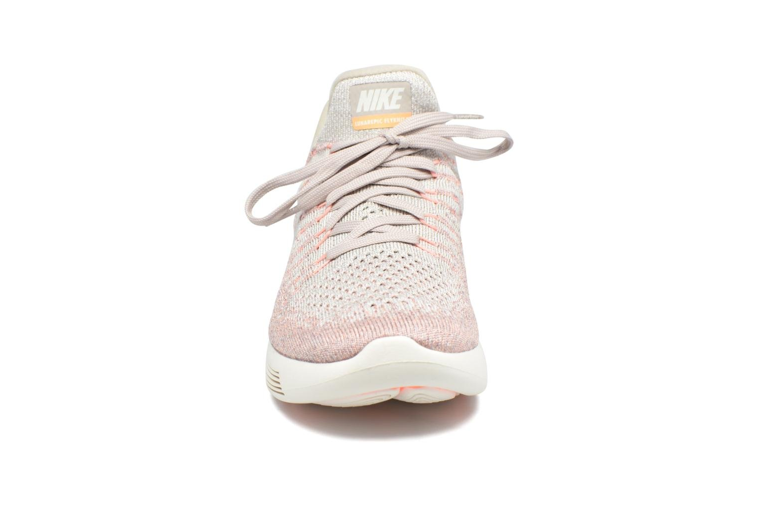 Chaussures de sport Nike W Nike Lunarepic Low Flyknit 2 Rose vue portées chaussures