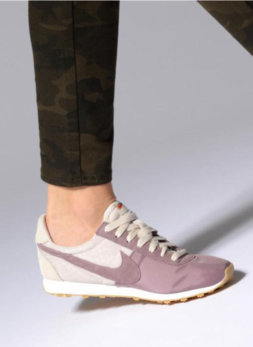 Trainers Nike W Pre Montreal Racer Vntg Beige view from underneath / model view