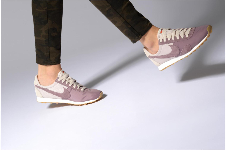 Sneaker Nike W Pre Montreal Racer Vntg beige ansicht von unten / tasche getragen