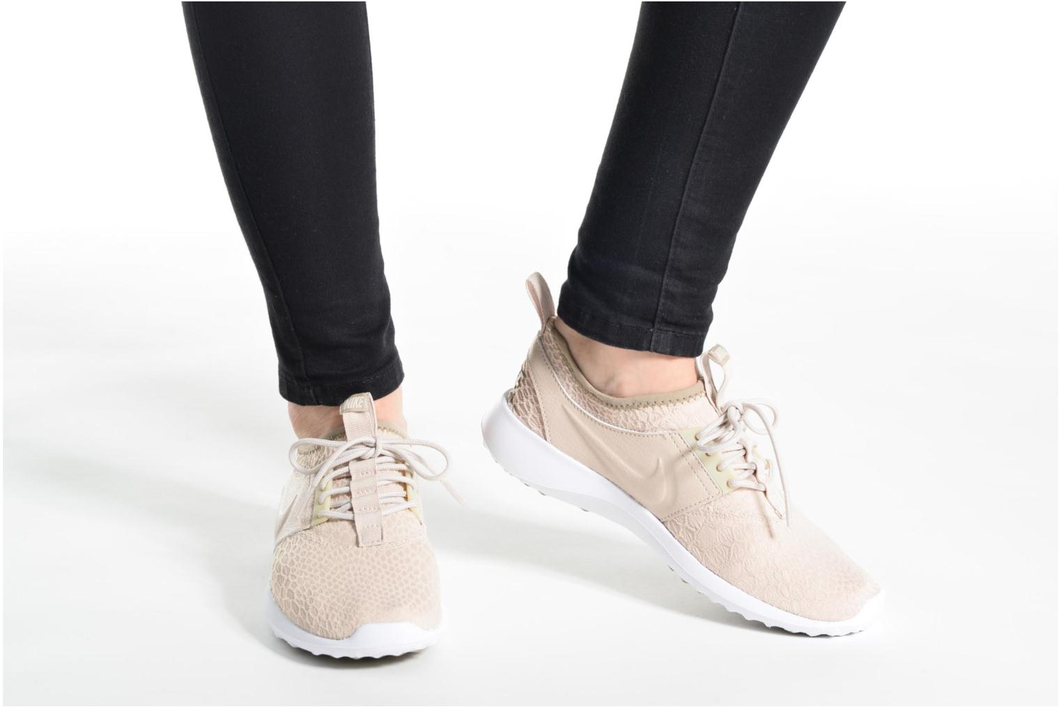 Trainers Nike Wmns Nike Juvenate Se Beige view from underneath / model view