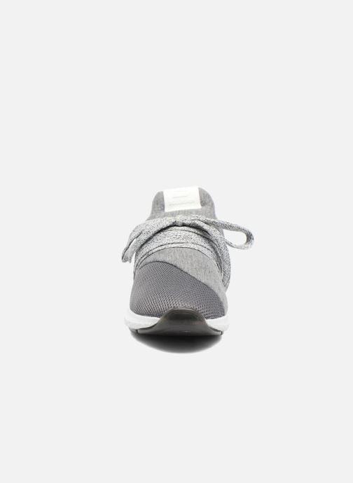 Baskets Bullboxer Tity Gris vue portées chaussures